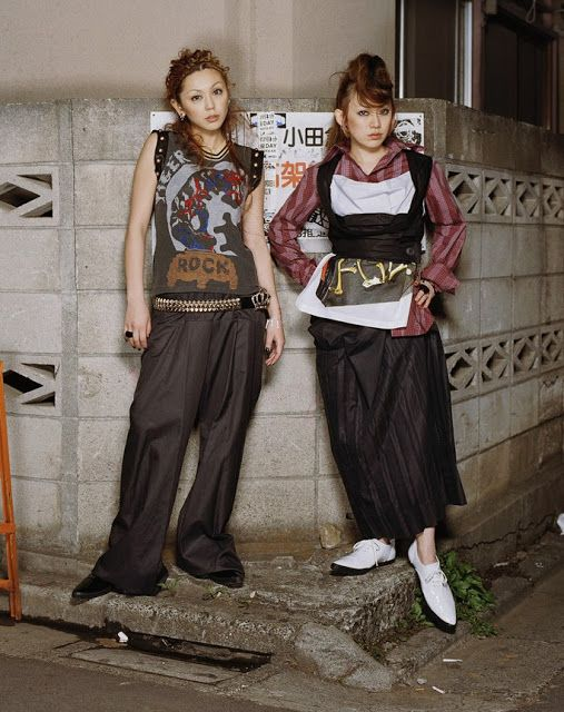 ca. 2005 --- Puffy AmiYumi --- Image by © Danielle Levitt/Corbis Outline